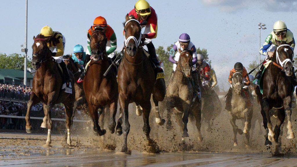 Brutal agresión de un aficionado a otro en el Derby de Kentucky, la gran carrera de caballos de EEUU