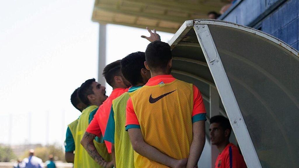 ¿El feo gesto del Barça B con la afición del Espanyol tras mandarlos a Tercera división?