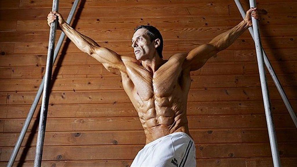 ¿Se puede tener 4% de grasa en el cuerpo? Helmut Strebl presume de ello y arrasa en redes