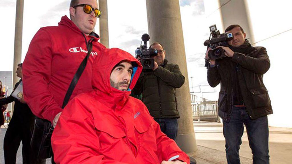 El portero que dejó en coma a un joven de un puñetazo en Murcia podría salir de la cárcel este martes