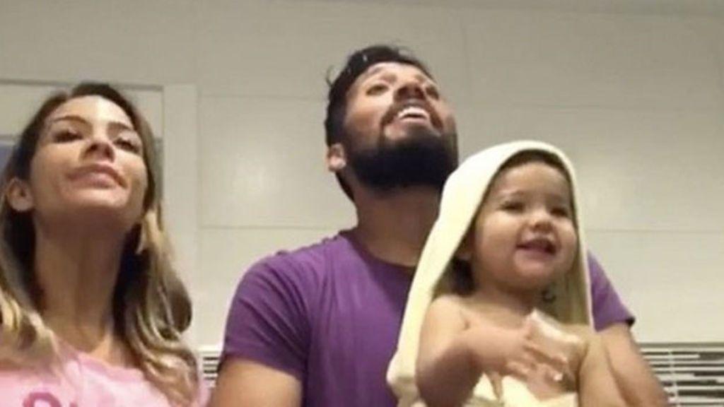 """La felicidad de Tamara Gorro, Shaila y Ezequiel se canta y baila así: """"Mi familia, sí señores..."""""""