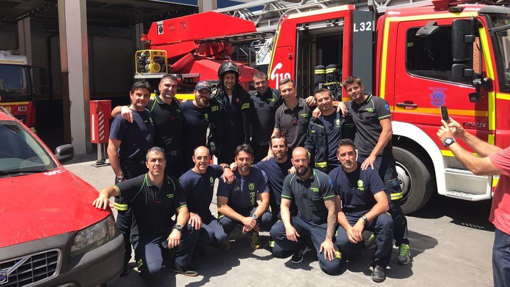¡Momentazo! Djokovic sorprende visitando un parque de bomberos durante el Mutua Madrid Open