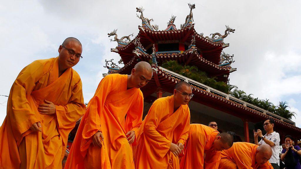Ceremonia en un monasterio de Singapur