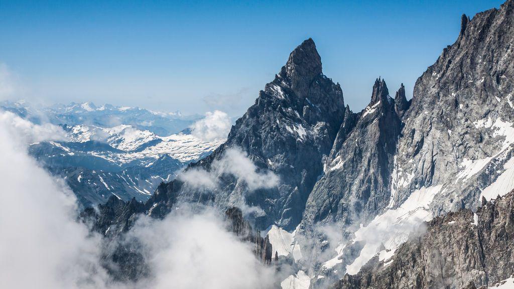 Al menos tres muertos en una avalancha de nieve en los Alpes franceses