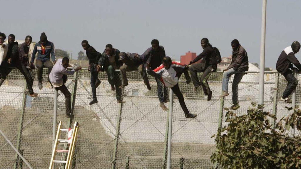 Varios grupos de inmigrantes logran saltar la valla de Melilla