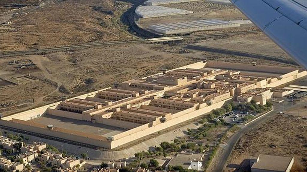 Atraca tres comercios en Almería solo dos días después de salir de la cárcel