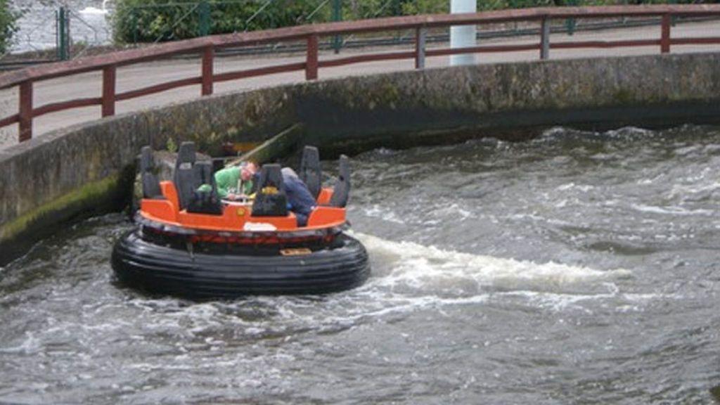 Muere una niña de 11 años al caer al agua y sufrir graves lesiones en una atracción