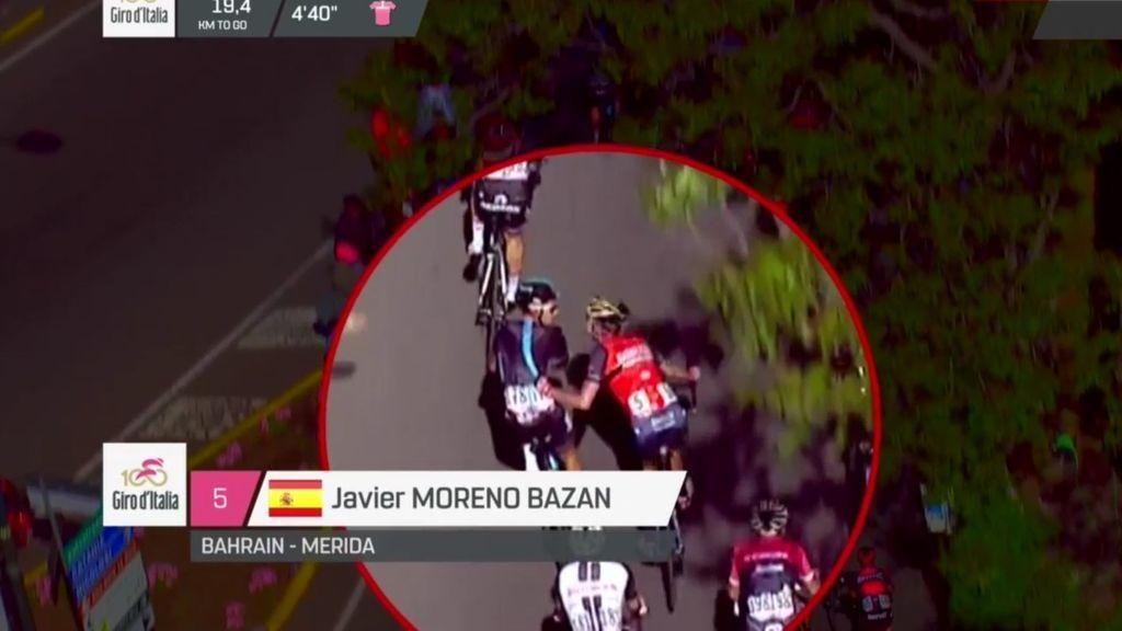 El Giro expulsa al español Javi Moreno por intentar tirar a un rival de su bicicleta en plena carrera