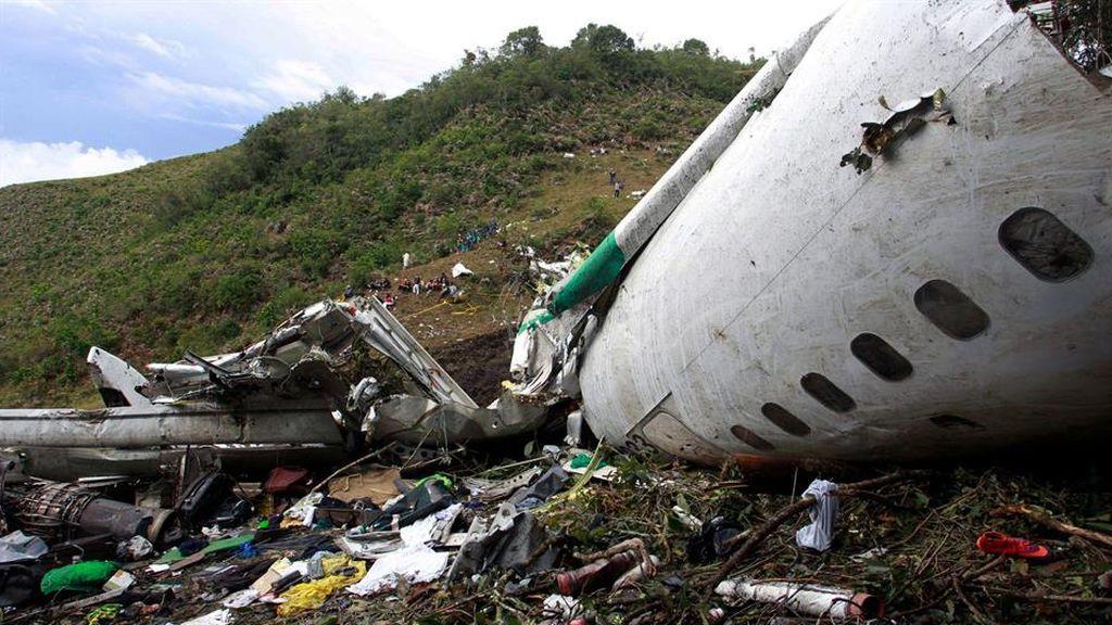 Los vecinos del lugar donde se estrelló el avión del 'Chape' devuelven a los supervivientos los objetos que les robaron tras el accidente
