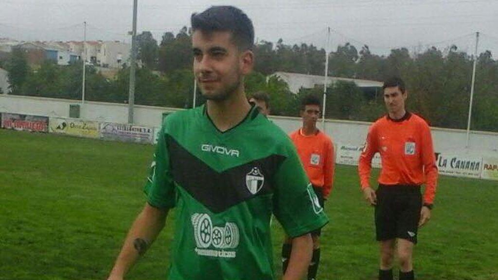 La parálisis cerebral no detiene a Antonio Jesús, el héroe extremeño que ha debutado en Primera regional