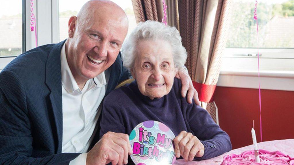 Muere a los 102 años, horas después de conocer que su único hijo ha fallecido de cáncer