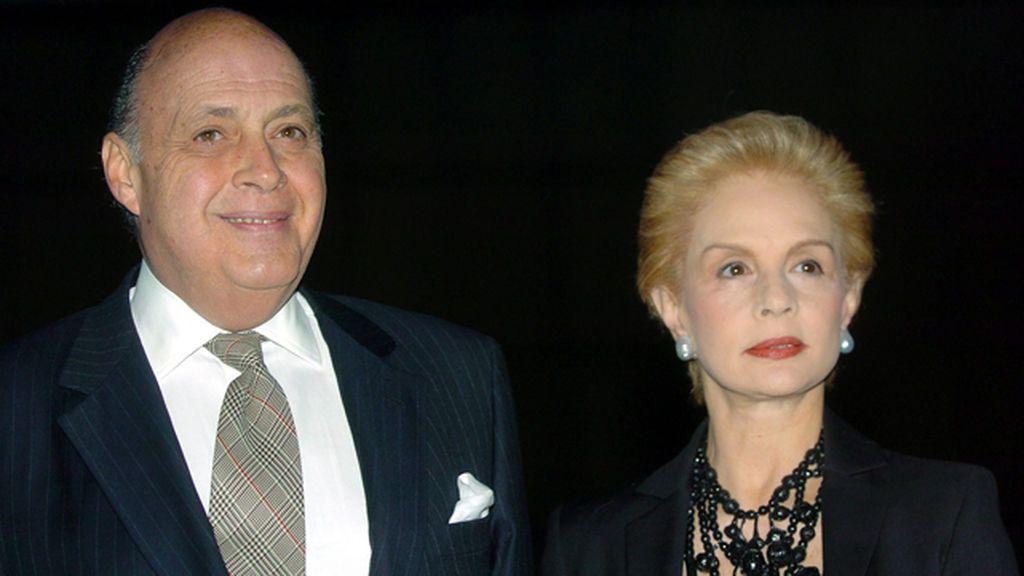 Carolina Herrera junto a su marido