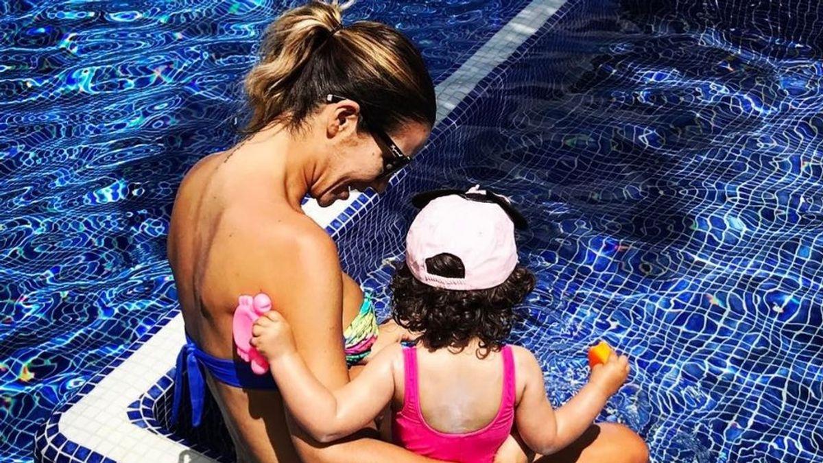 El primer baño de la temporada con Tamara Gorro y su hija en redes
