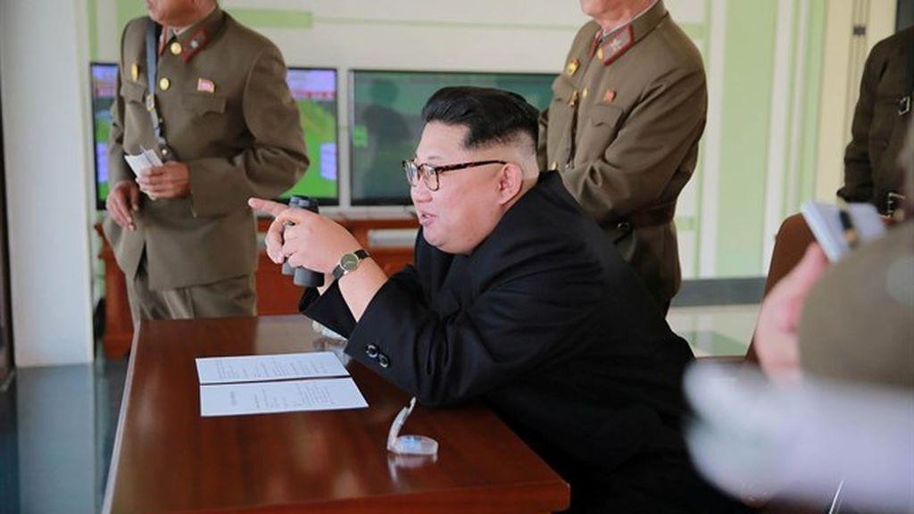 Corea del Norte lanza un misil balístico que cae en aguas de Japón