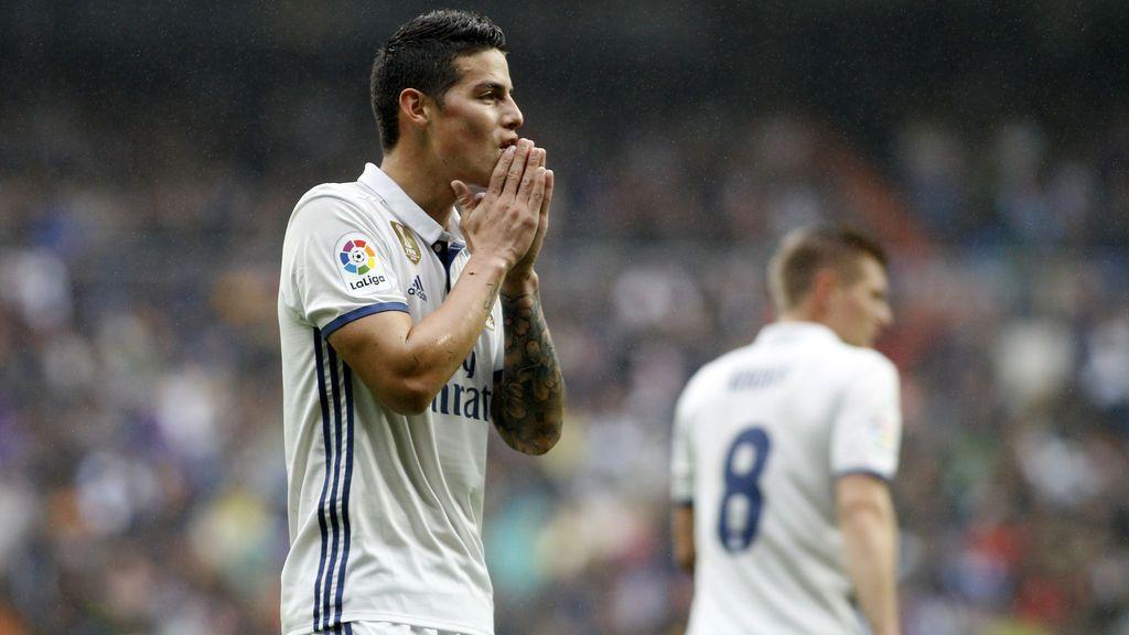 El gesto que vaticina la salida de James del Real Madrid: solo y aplaudiendo al Bernabéu