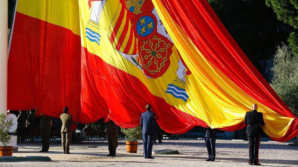 Izado de la bandera de España en la Plaza de Colón, Madrid