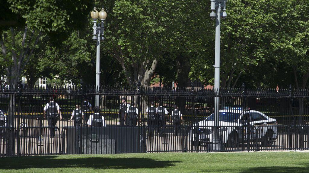 El Servicio Secreto detiene a una persona por saltar una valla aledaña a la Casa Blanca