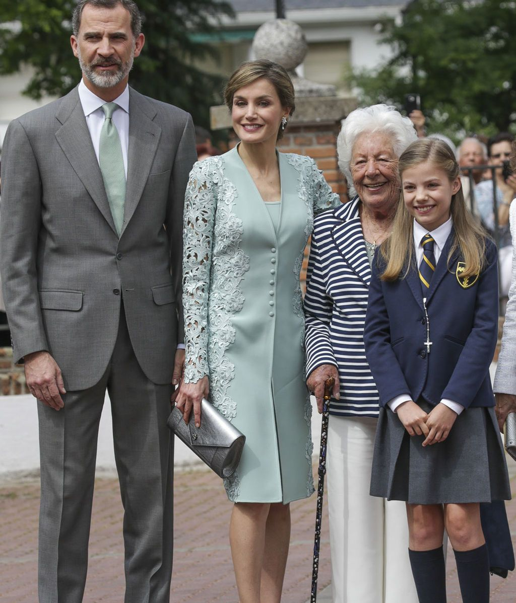 Con Menchu, la abuela de la Reina y bisabuela de Sofía