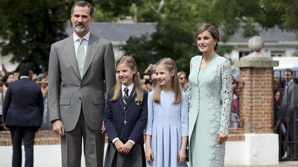 La Infanta Sofía recibe la Primera Comunión