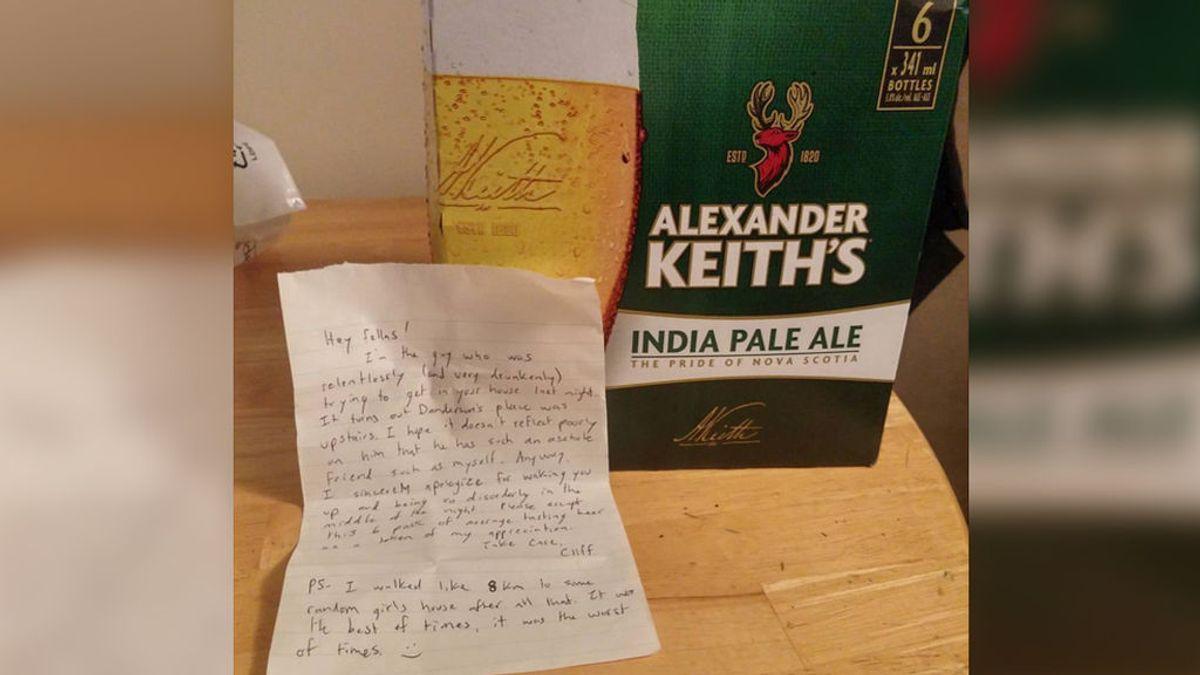 Deja en su puerta una caja de cervezas y una nota de disculpa por intentar colarse en su casa