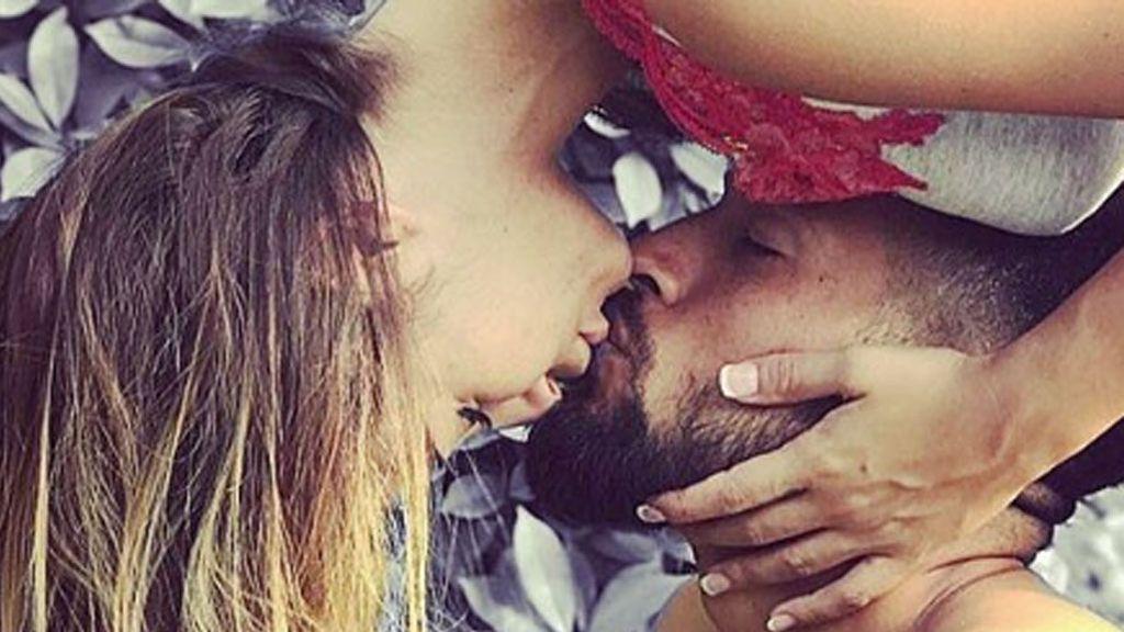 Beso contorsionista entre Tamara Gorro y Ezequiel Garay: su flexible muestra de amor triunfa