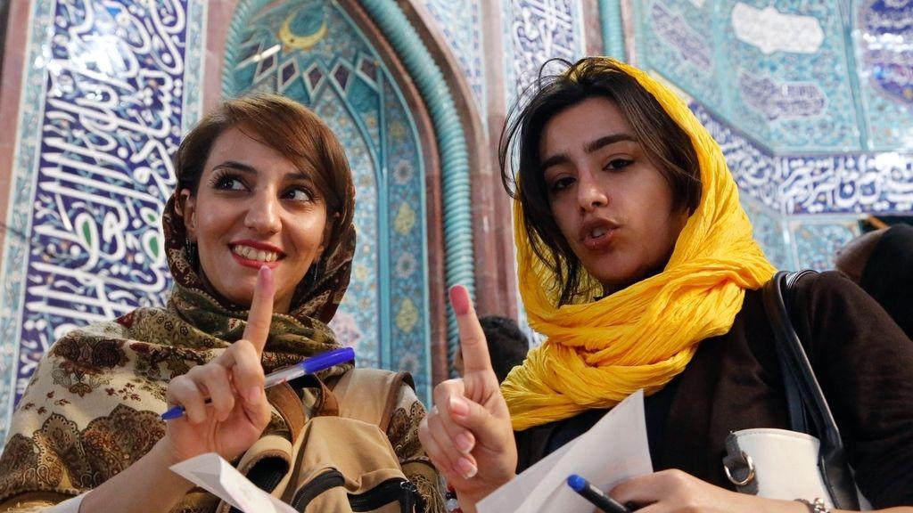Elecciones generales en Irán: Las mujeres votan