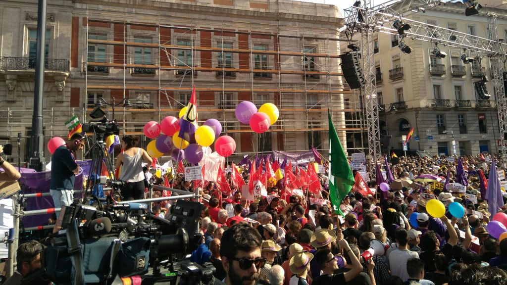Concentración en Madrid a favor de la moción de censura presentada por Podemos