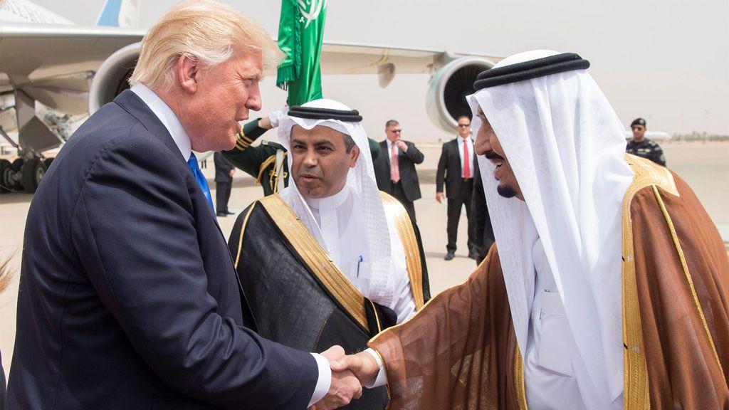 El rey de Arabia Saudí recibe a Donald Trump