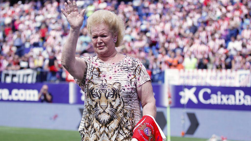 Margarita, la hincha del ramo de Pantic, llora de emoción en la despedida del Calderón