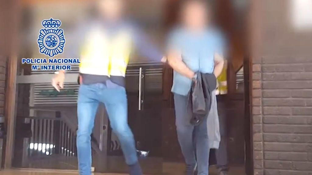Detenido por forzar a tres personas a fotografiarse desnudas para chantajearlas
