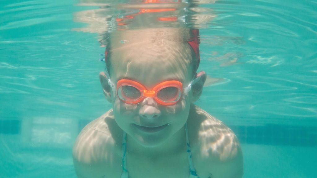 Un estudio asegura que el agua de las piscinas cada vez está más contaminada