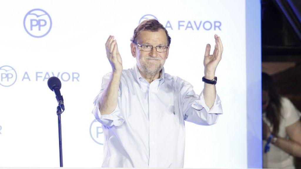 Mariano Rajoy 'pasa' de felicitar a Pedro Sánchez pero sí le da la enhorabuena al Madrid