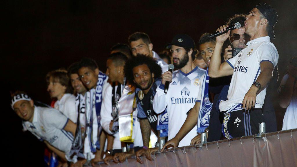"""El cántico de Isco en la fiesta del Real Madrid 'La Cibeles': """"Piqué cabrón, saluda al campeón"""""""