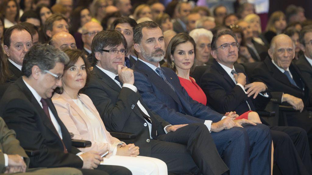 """Sáenz de Santamaría replica a Puigdemont que la democracia tiene poder para """"evitar el referéndum"""""""