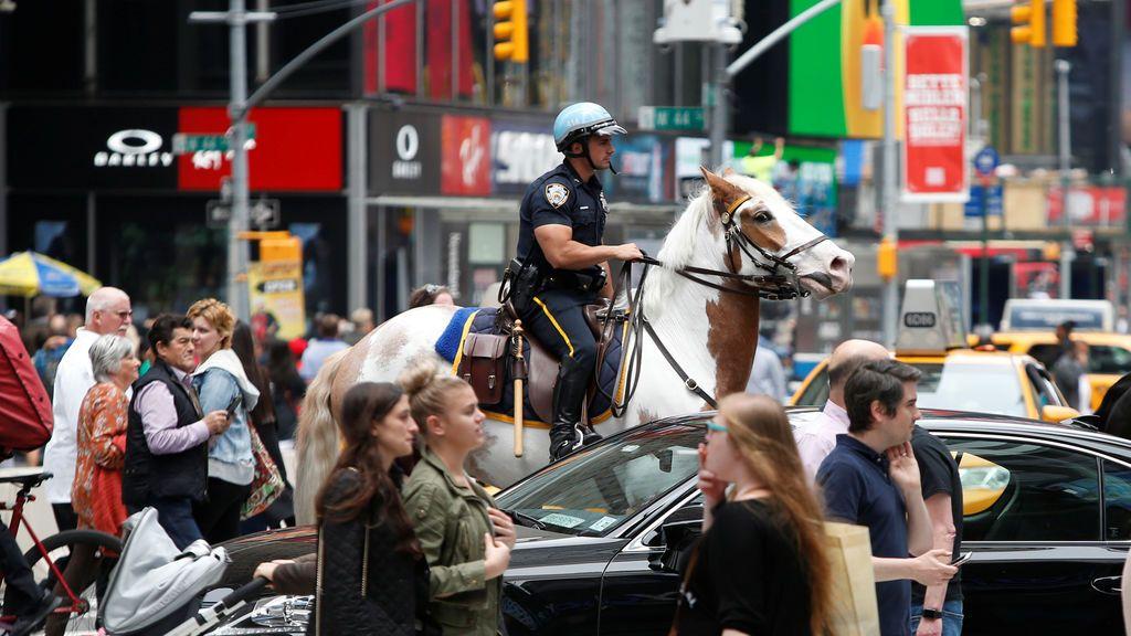Oficiales de Policía patrullando en Times Square