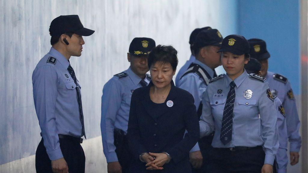 La expresidenta de Corea del Sur declara ante un tribunal acusada de corrupción