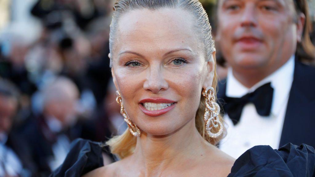 Pamela Anderson, totalmente irreconocible en la alfombra roja de Cannes