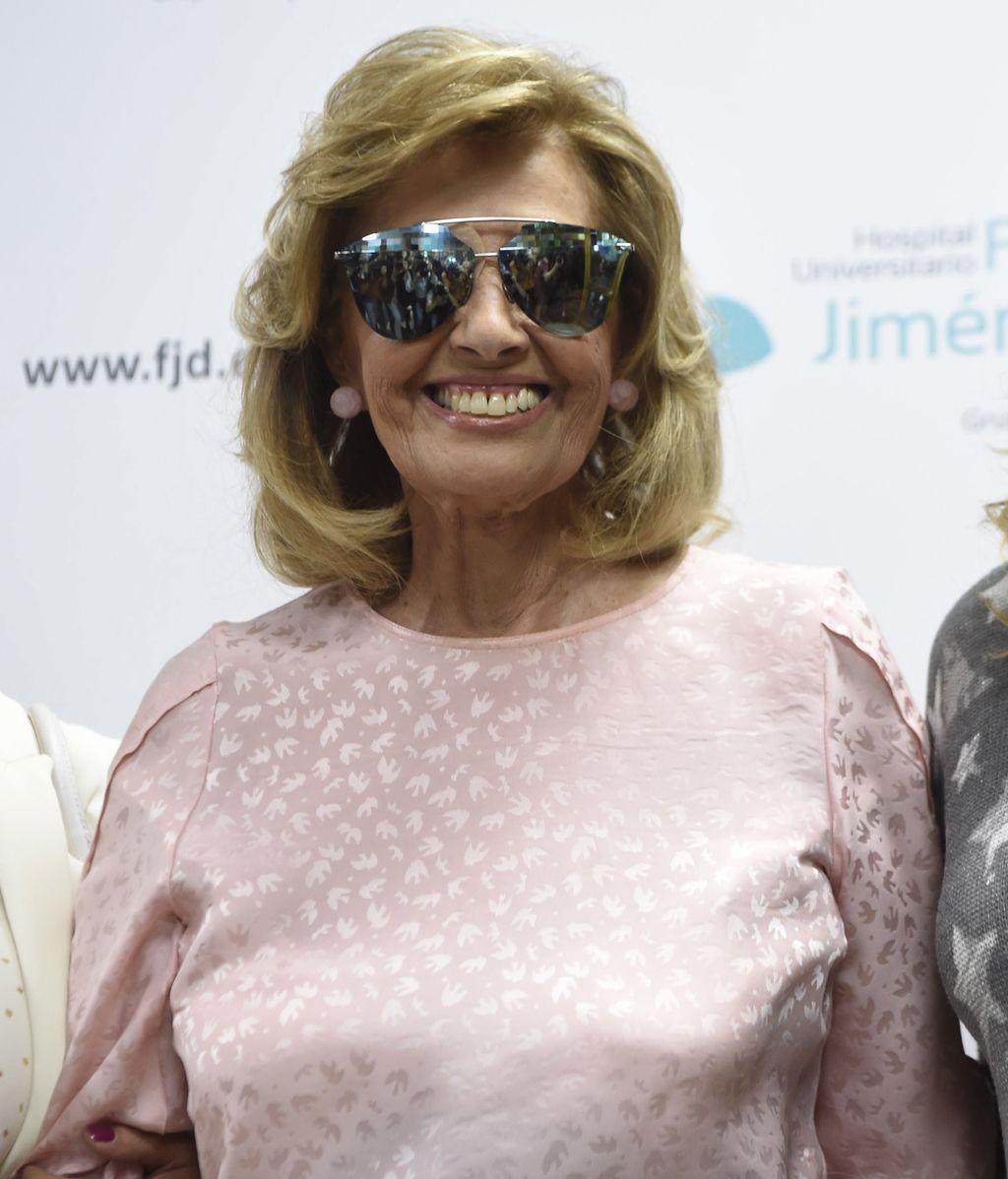Una sonriente María Teresa Campos recibe el alta hospitalaria
