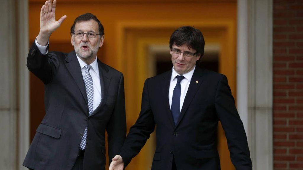 Rajoy rechaza por carta negociar el referéndum y denuncia que Puigdemont amenaza con declarar la independencia