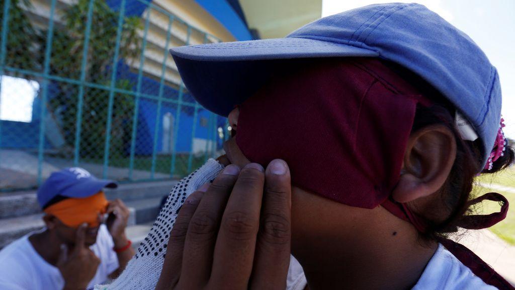 Un grupo de invidentes juega béisbol en Cuba