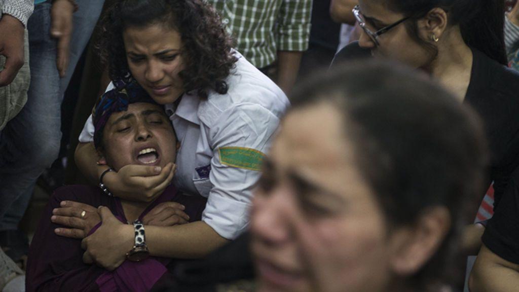 Egipto bombardea posiciones insurgentes en Libia en represalia por el atentado