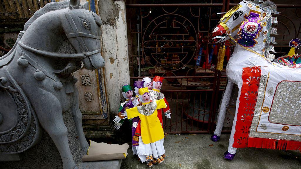 Ofrendas en un templo de Hanoi durante los festejos de Hau Dong
