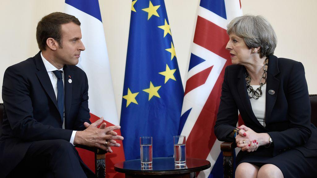 Macron y May se encuentran en la Cumbre de G7 de Italia