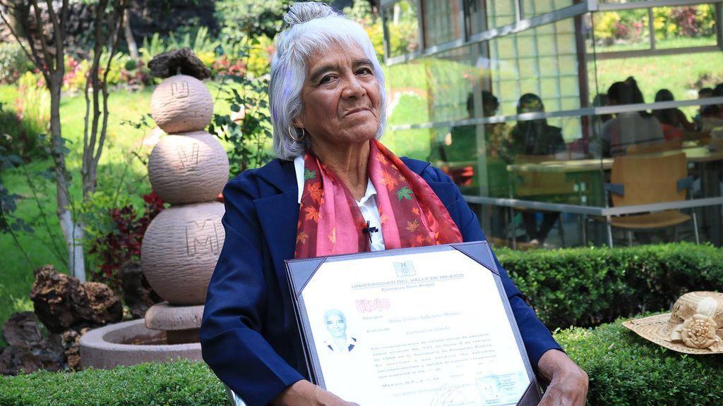 Una anciana de 80 años se gradúa en Derecho y no es su único titulo universitario