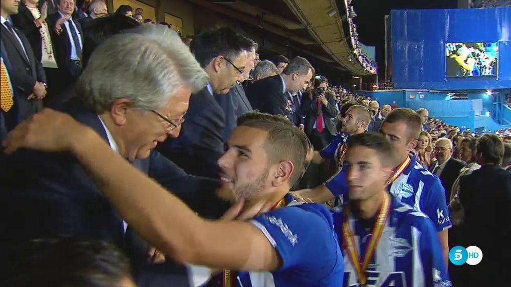 ¡Momentazo atlético! El tierno abrazo de Cerezo a Theo Hernández