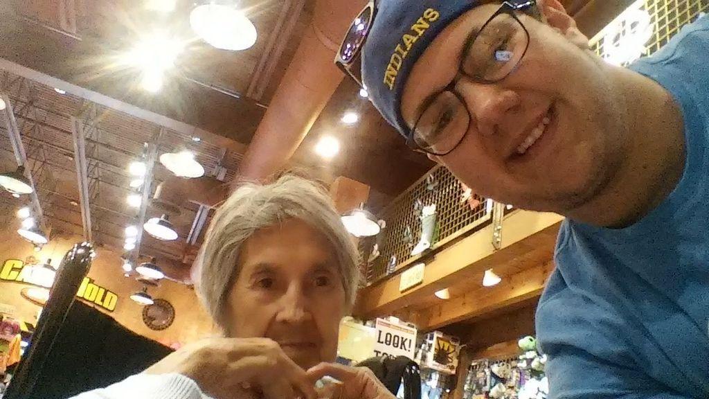 Elige a su abuela con cáncer terminal como acompañante para su baile de graduación