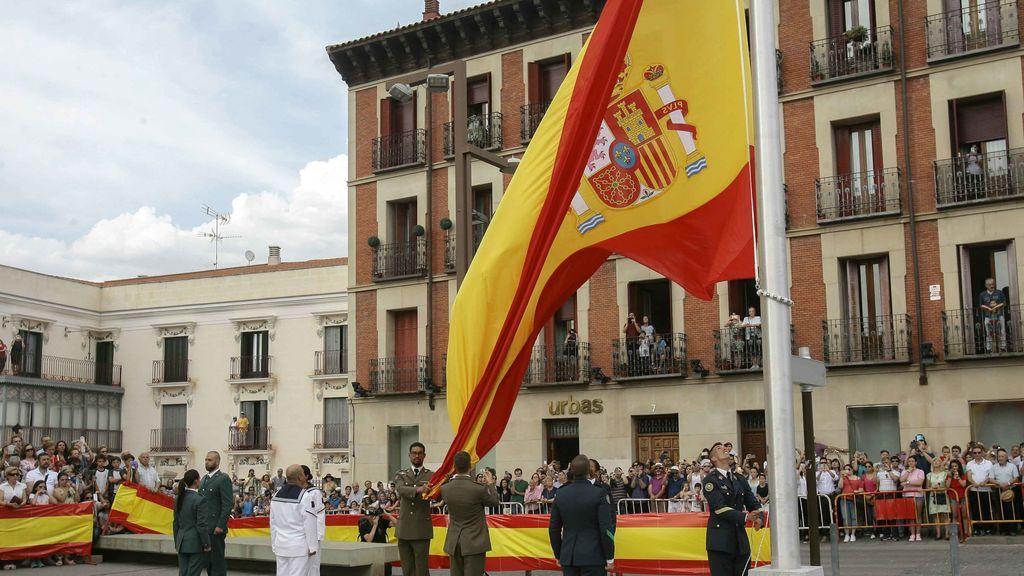 El izado de la bandera abre el Día de las Fuerzas Armadas