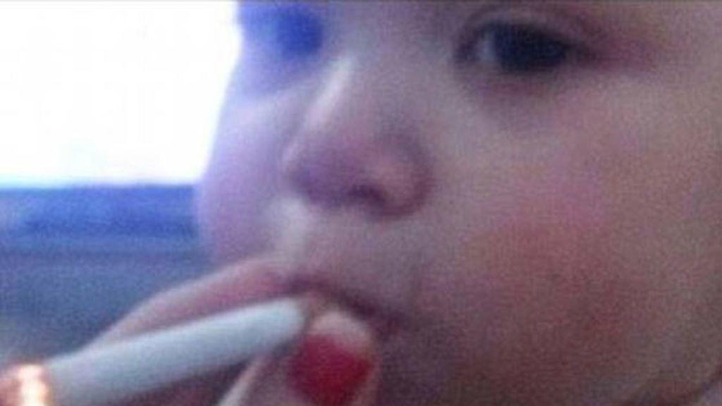 La imagen de un bebé fumando que enfurece Internet