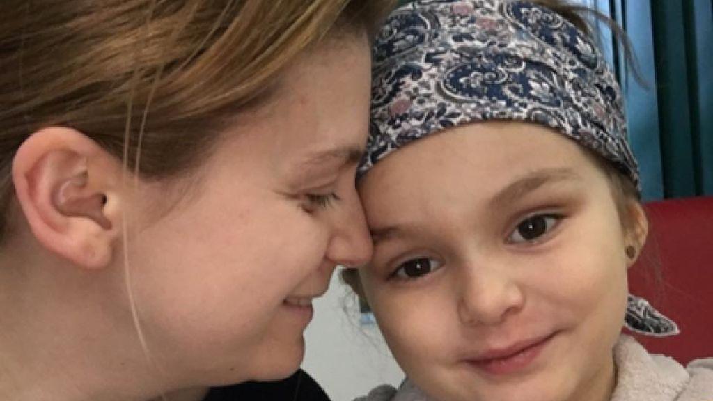 Diagnostican un resfriado a una niña con  leucemia