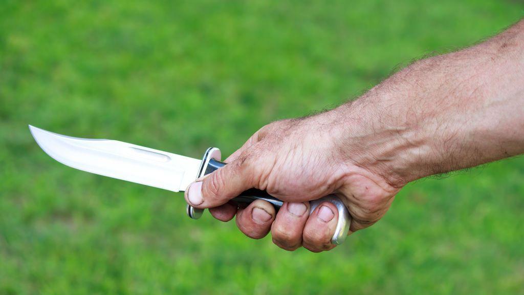 Detenido un hombre por acuchillar a una mujer en Castellar